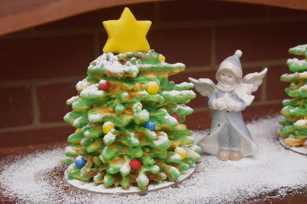 Winter tale tree cake small
