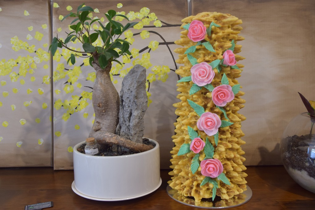 Extra large tree cake with flowers