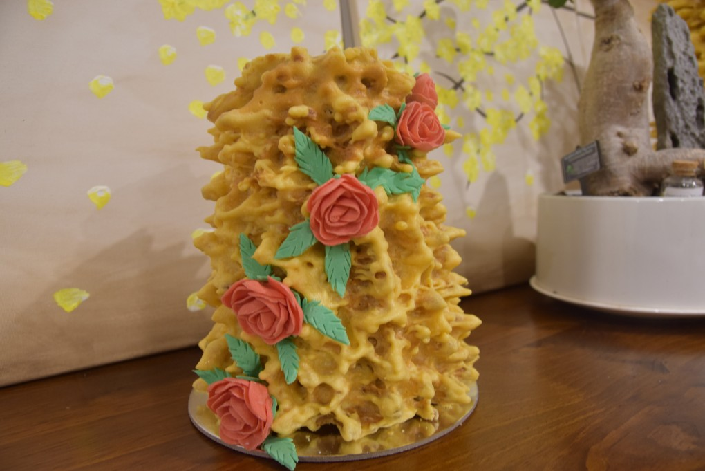 Tree cake decorated medium